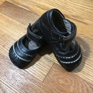 See Kai Run Mary Janes brown size 6